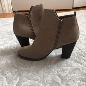 *NEVER WORN* Gray suede booties. Size 10.